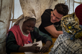 GWA Orlando Bloom meets children affected by Boko Haram violence in Niger